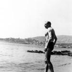Antoine de Saint Exupéry se baignant à Agay, été 1939. (coll. archives familiales)