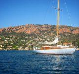 Amarrez_vous_par_chez_nous.__bateau__voile__boat___sailing__sail__boot__barca__yacht__ship__cotedazurnow__mysaintraphael__visitesterel