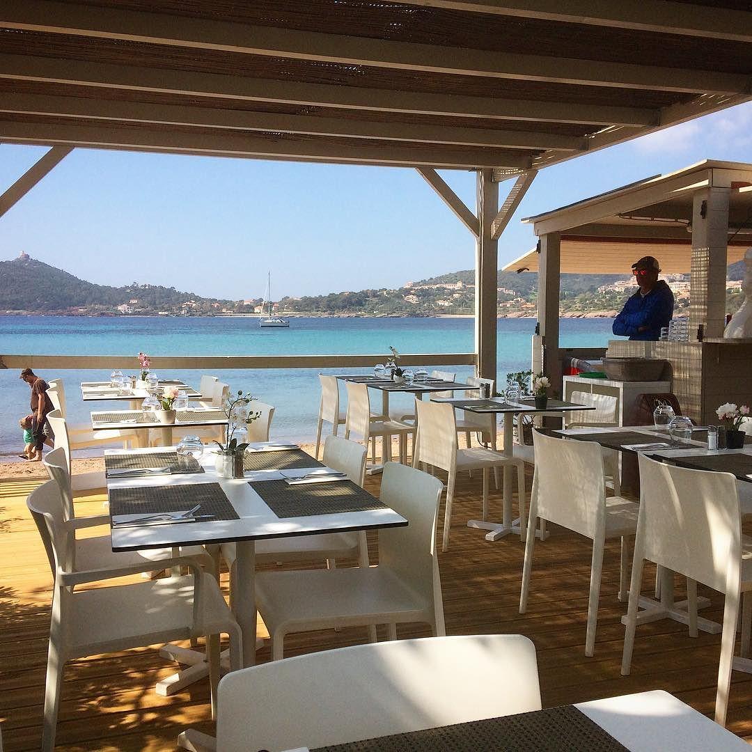 Laurent_vous_attend__Bon_app_tit.__restaurant__plage__beachrestaurant__sable__sand__sabbia__strand__ristorante__food__pin__levarois__var__agay__gourmand