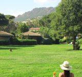 femme-dos-jardin-rastel-agay-location-vacance-var