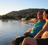 couple adulte coucher soleil plage baumette location vacance residence agathos agay var
