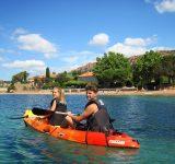 jeune-couple-kayak-canoe-mer-plage-loisir-vacance-agay-var