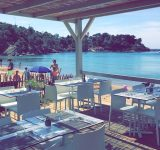 Restaurent-de-plage-club-agathos-a-agay-dans-le-var